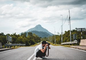 What is better: a mirrorless or a DSLR camera